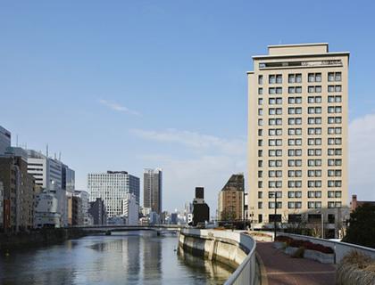 かつて天下の台所として栄えた水都大阪の中心。