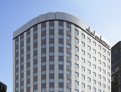 エントランスの先でお待ちするのは新しいホテルスタイルです。