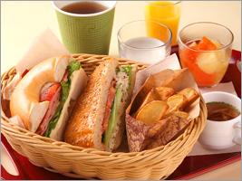 休みの朝はお化粧もお休みして「部屋朝食」もご用意しています。
