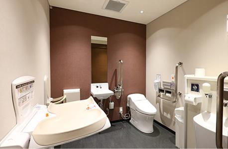 1F 多目的トイレ