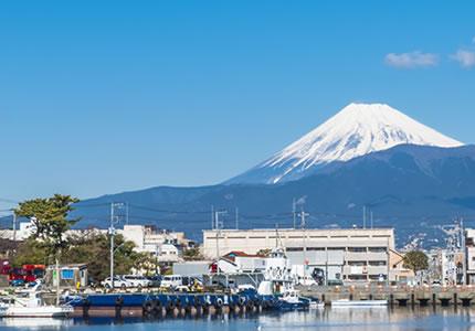 伊豆半島の入り口、富士を望む港町。