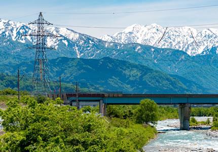 観光、ビジネスにも最適な富山の玄関口。