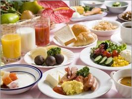 朝食は地元の素材を使用した和洋ブュッフェ