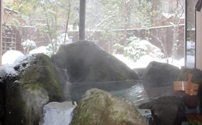 自然の中の専用露天風呂