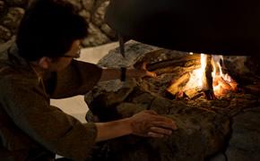 暖炉と囲炉裏のある風景。