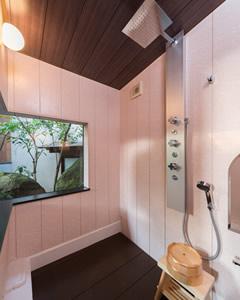 機能性を備えたレインシャワールーム。