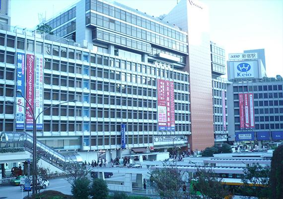 新宿駅西口前画像